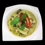 16 Chicken breast in green curry with coconut milk, peas & thai herbs.