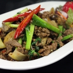 35 Stir fried slices of prime with chillies basil leaves & Thai herbs.