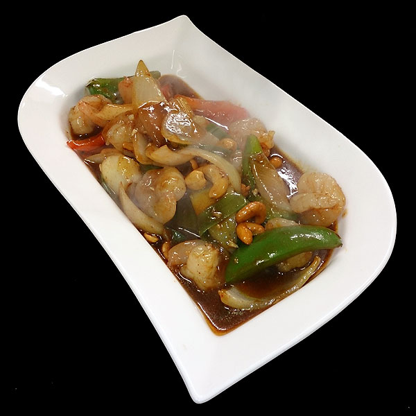 19. Stir fried slices of chicken breast with onion, spring onion, mixed peppers, chillies & cashew nuts in chilli oil.
