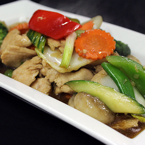 20 Slices of chicken breast stir-fried with a savoury combination of mixed vegetables.