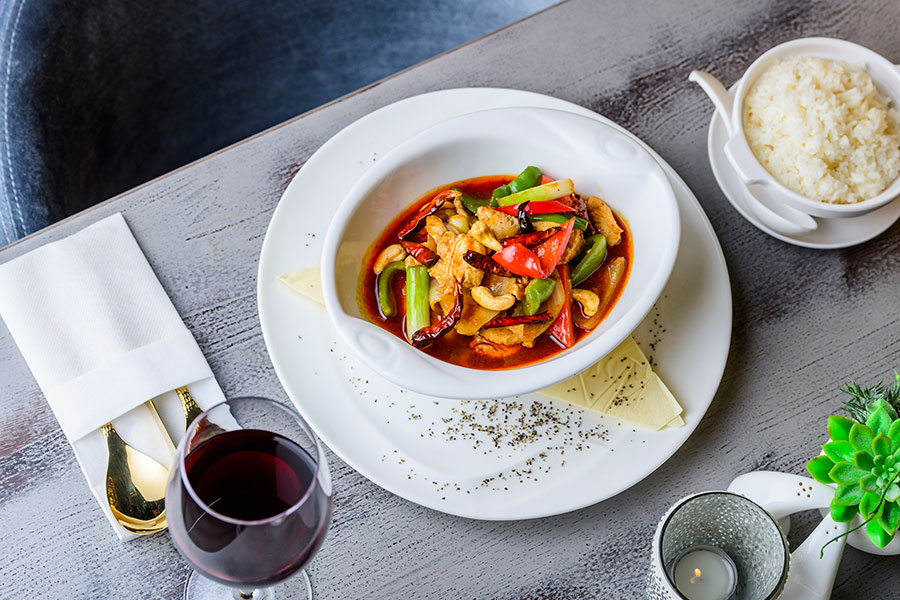 GAI PHAD MED MAMUANG - CHICKEN WITH ONION, SPRING ONION, MIXED PEPPERS, CHILLIES & CASHEW NUTS IN CHILLI OIL (2,6,7,8,9)